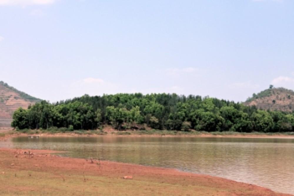 Bankubeda island on Mapsyadebba lake